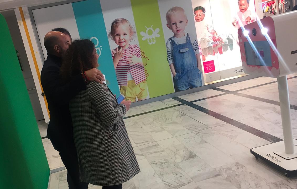 Animation centre commerciale borne selfie avec fond vert Laval depuis une borne Selfizee