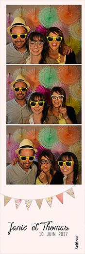 Impression d'une photo en bandelette / marque page par un photobooth de mariage