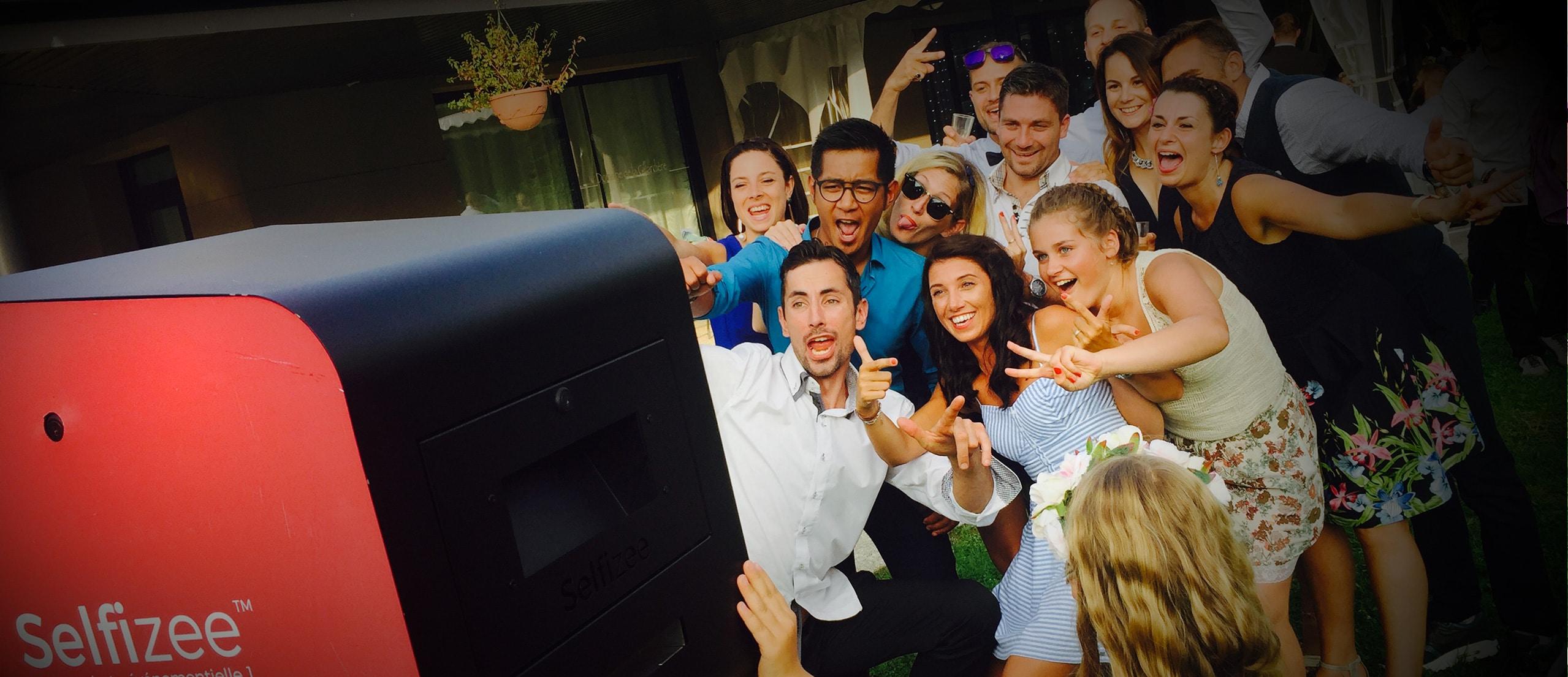 Borne Photo Selfie Photobooth Pour Mariage Anniversaire Et Evenements
