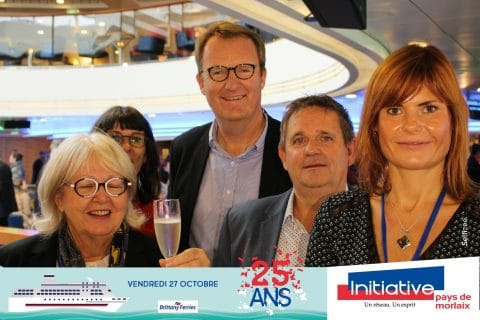 Photo borne selfie format paysage pour les 25 ans d'Initiative Pays de Morlaix à Roscoff sur la Brittany Ferries