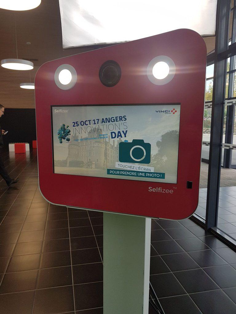 Borne photo selfie Selfizee pour l'Innvoation's Day du groupe Vinci à Angers