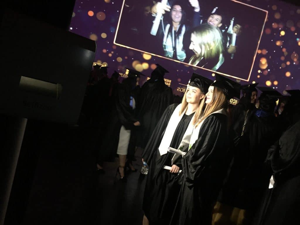 Photobooth en uniforme pour les diplômés du groupe IGS