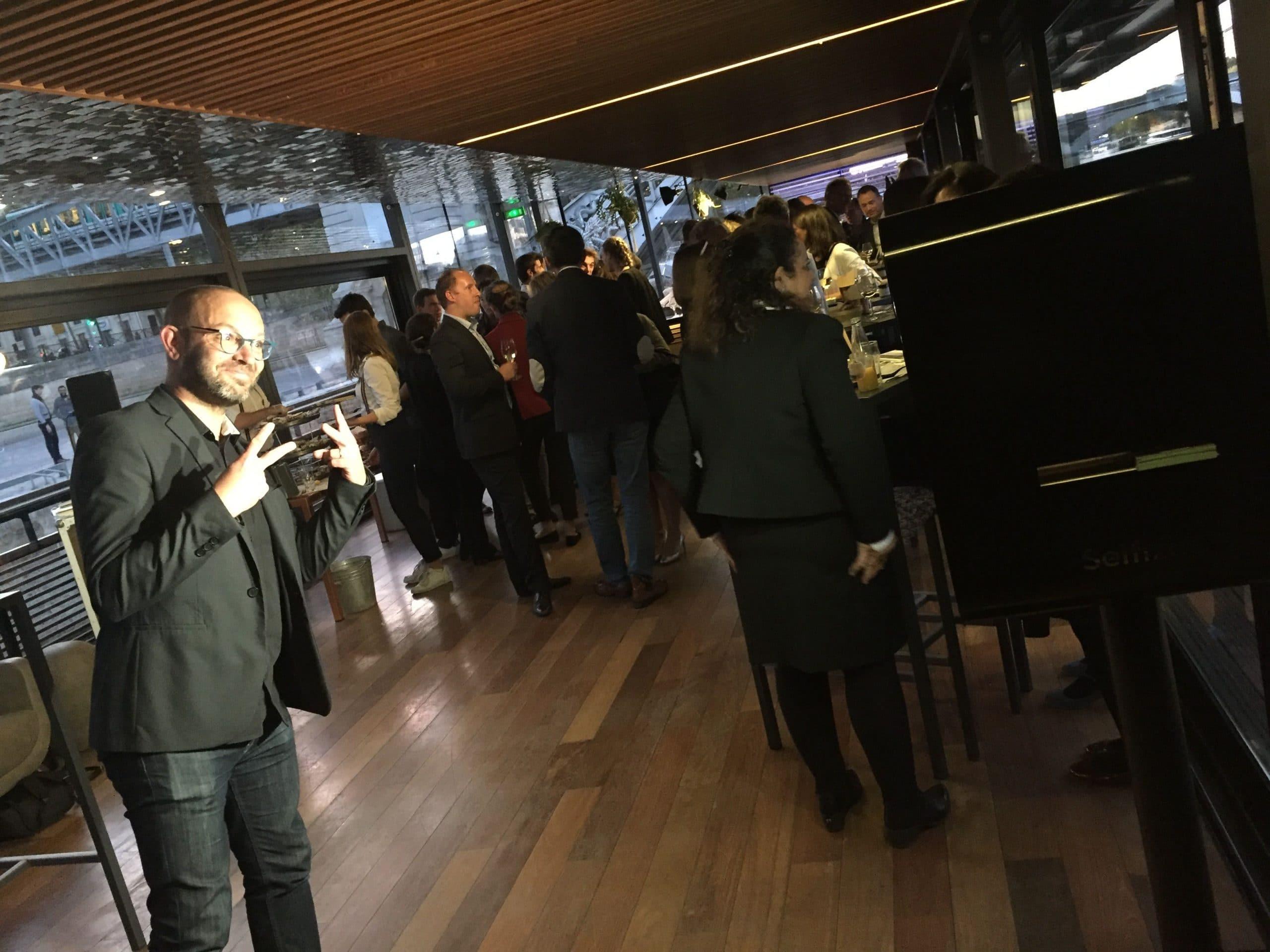 Borne photo connectée animation selfieà événement Club TGV Bretagne sur les quais de la Seine à Paris