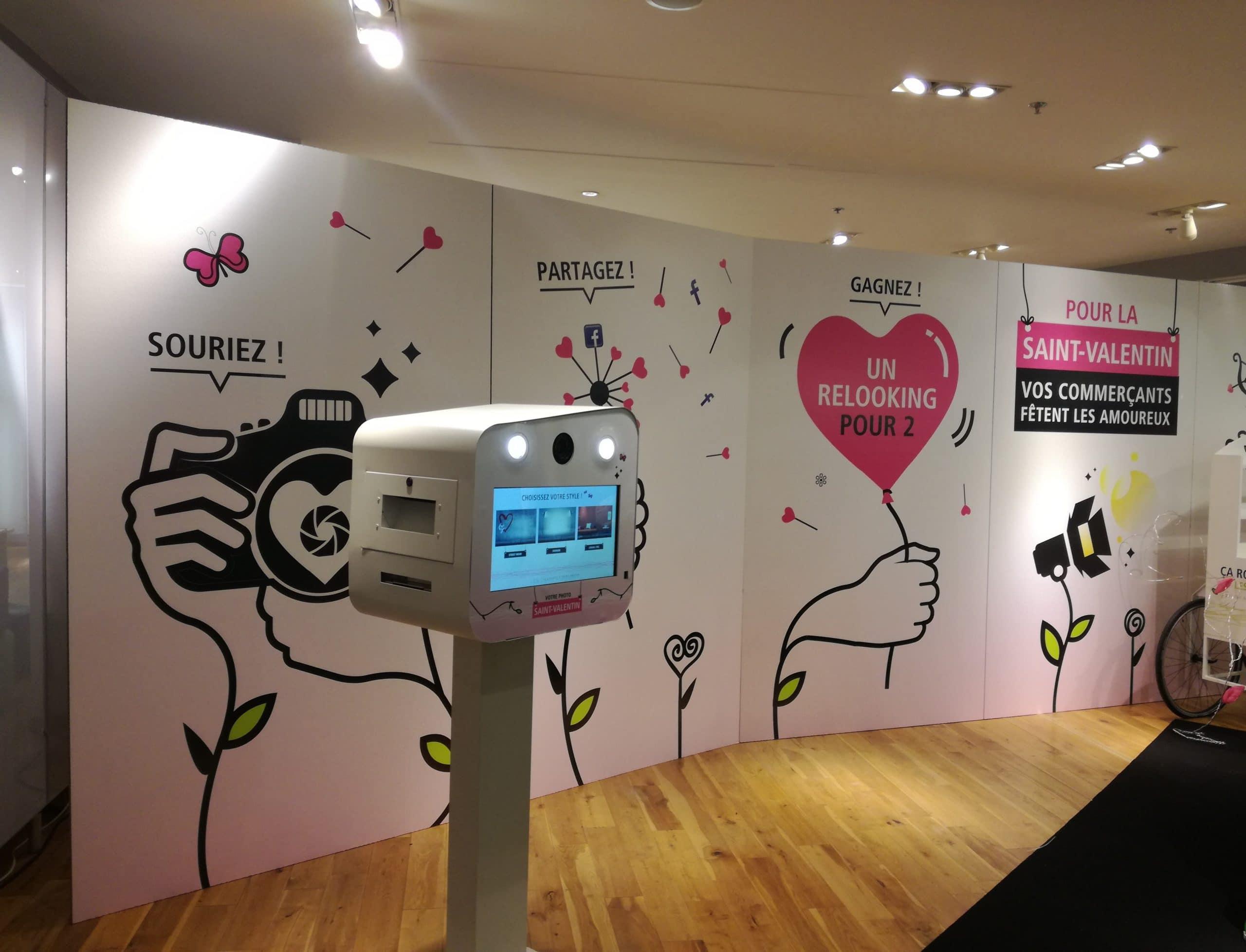 Animation photo St Valentin 2017 borne selfie avec fond vert et décor au centre commercial Les Champs à Saint Brieuc