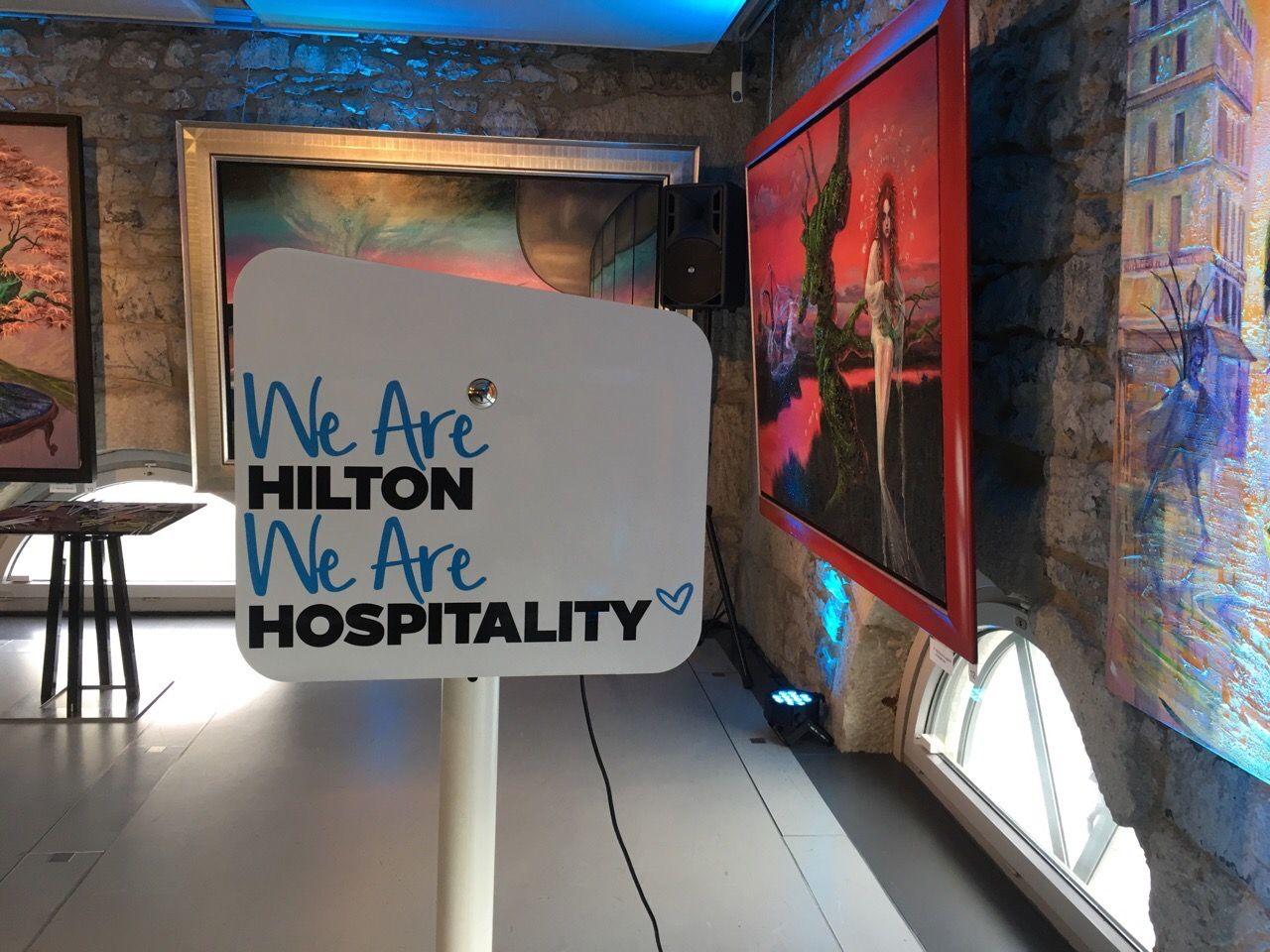 Animation photobooth gala charité Hilton à Genève en Suisse avec impressions photos