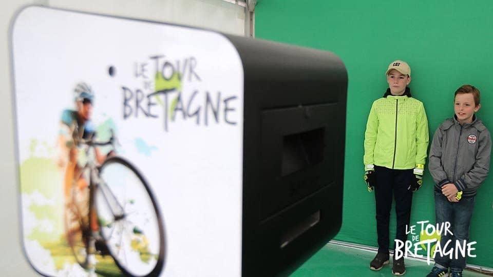 Animation photo fond vert et box selfie Tour de France 2018 arrivée à Mûr-de-Bretagne en Côtes d'Armor