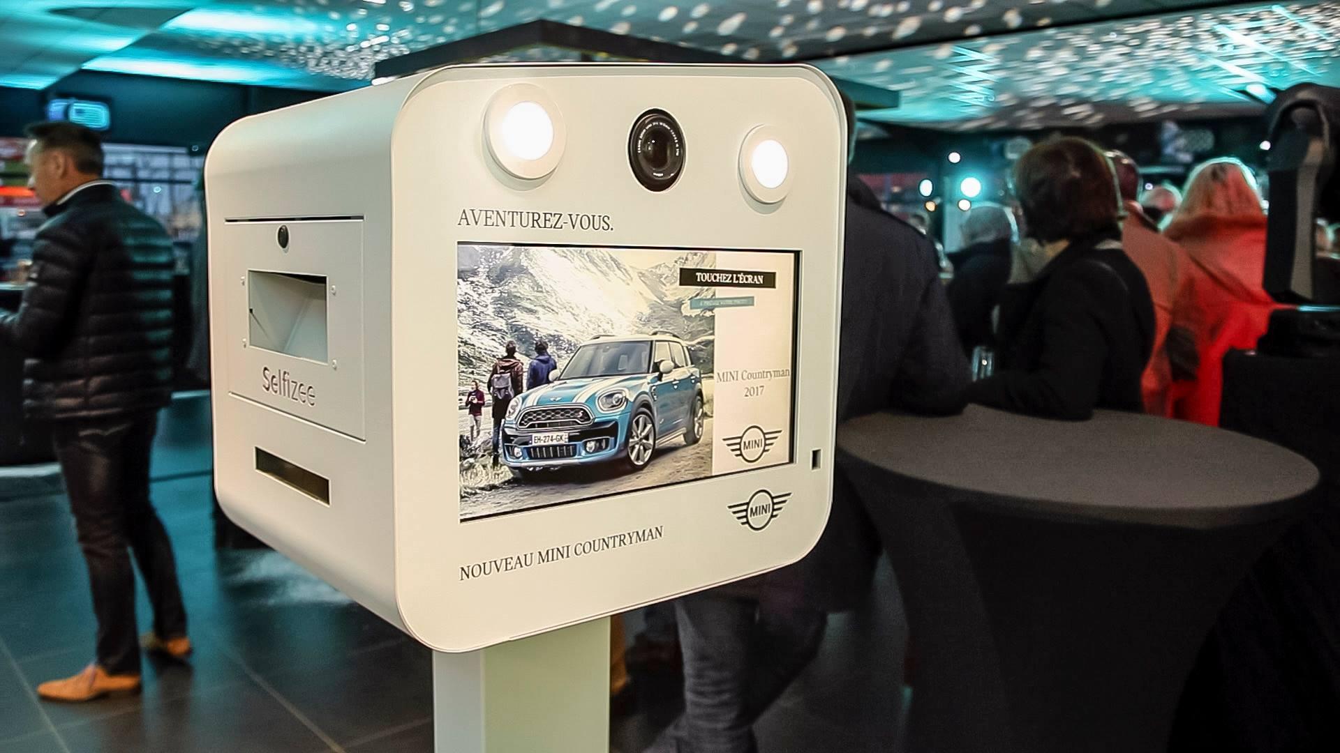 Photobooth personnalisé à la soirée de lancement de la nouvelle Mini Countryman 2017 à Lorient dans le Morbihan