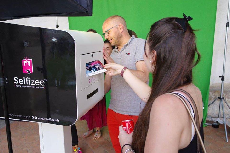 Borne photo et fond vert pour animation soirée étudiante Le Spot 2017 Orléans avec impressions selfies