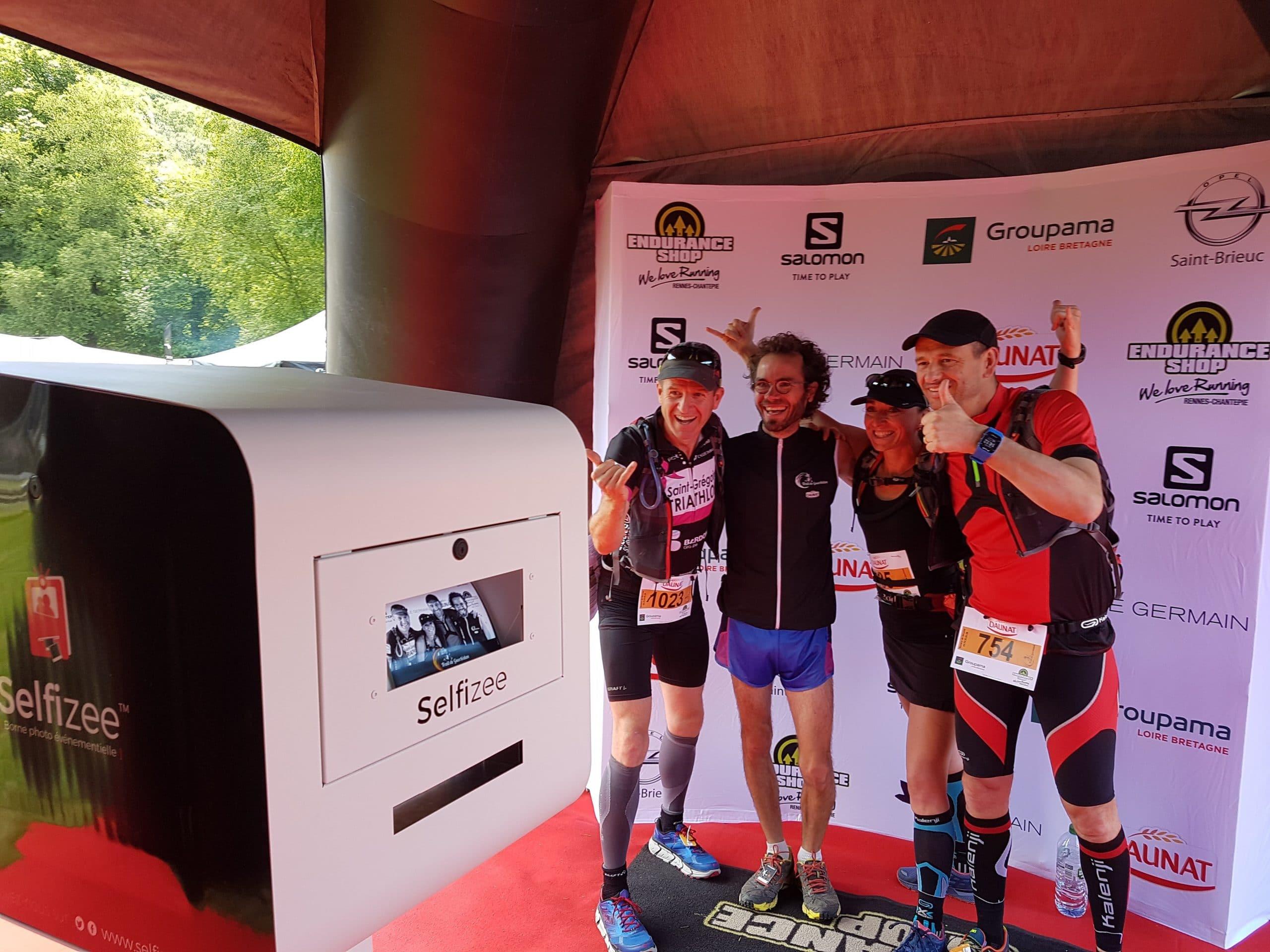 Photocall et photobooth en Côtes d'Armor pour des selfies des participants du trail de Guerlédan juin 2017 Bretagne