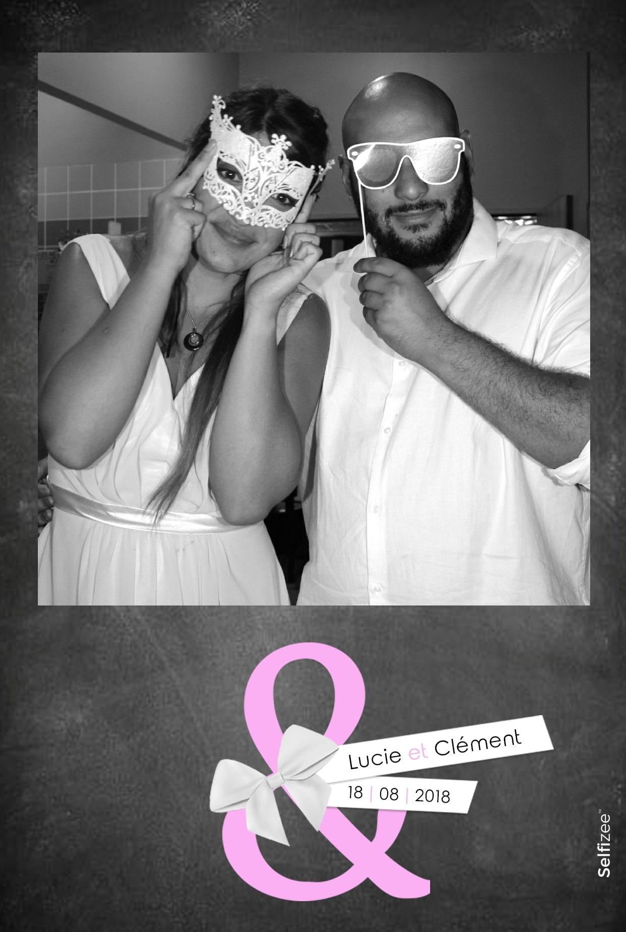 Selfie mariage personnalisé avec borne photo à louer à Annecy et Haute Savoie pour animation mariage, anniversaire, fête
