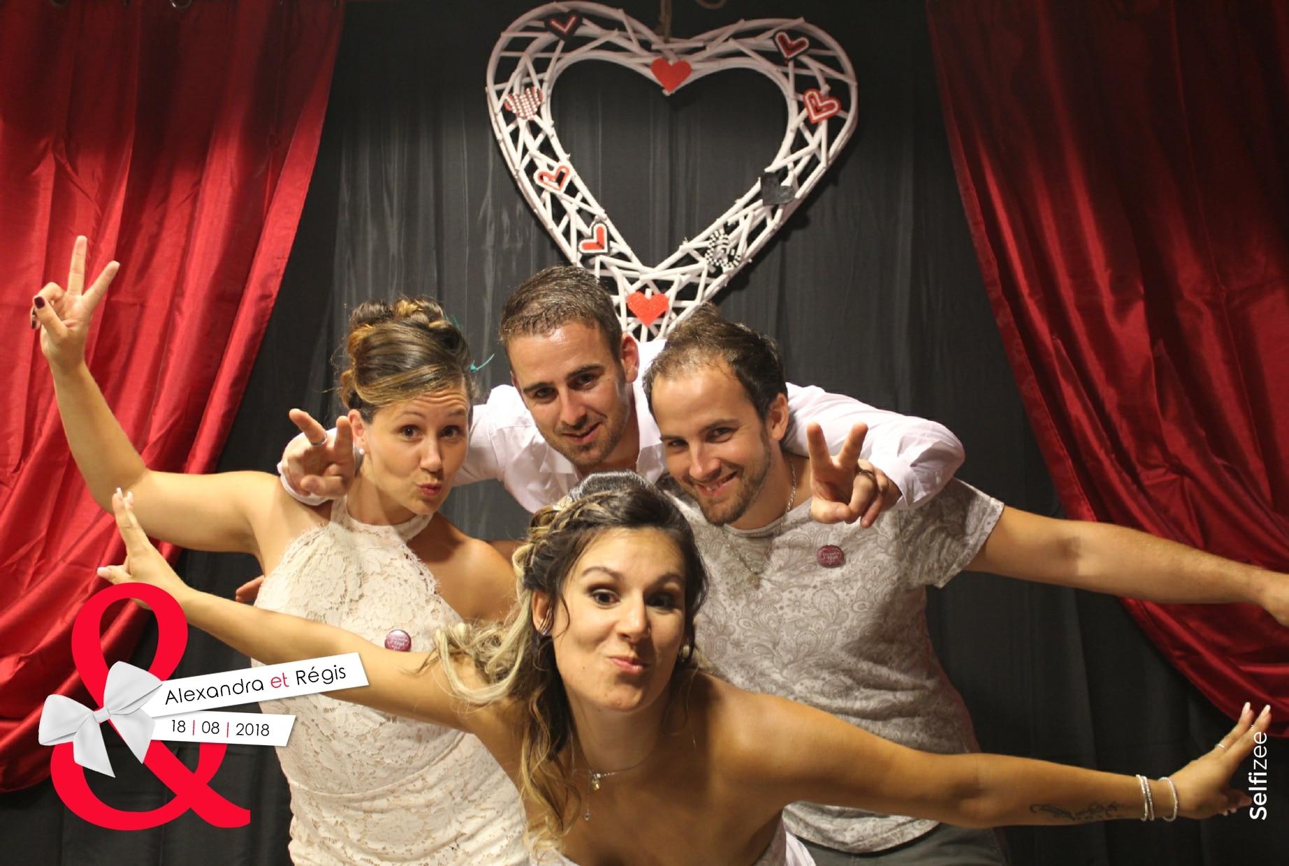Photo personnalisée mariage avec impressions immédiates et shooting illimité à Vannes - location box selfie pour anniversaire, mariage, fête dans le Morbihan