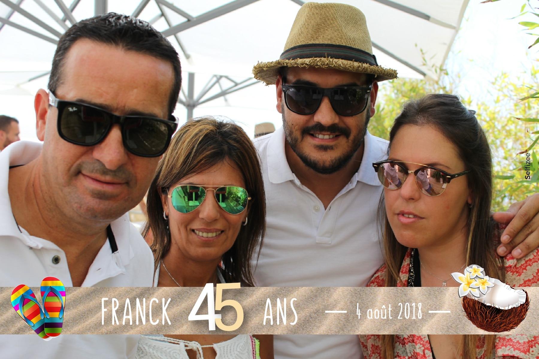 Photo anniversaire personnalisée Cannes - borne selfie à louer pour animation fête anniversaire Cannes et dans les Alpes Maritimes avec impressions photos