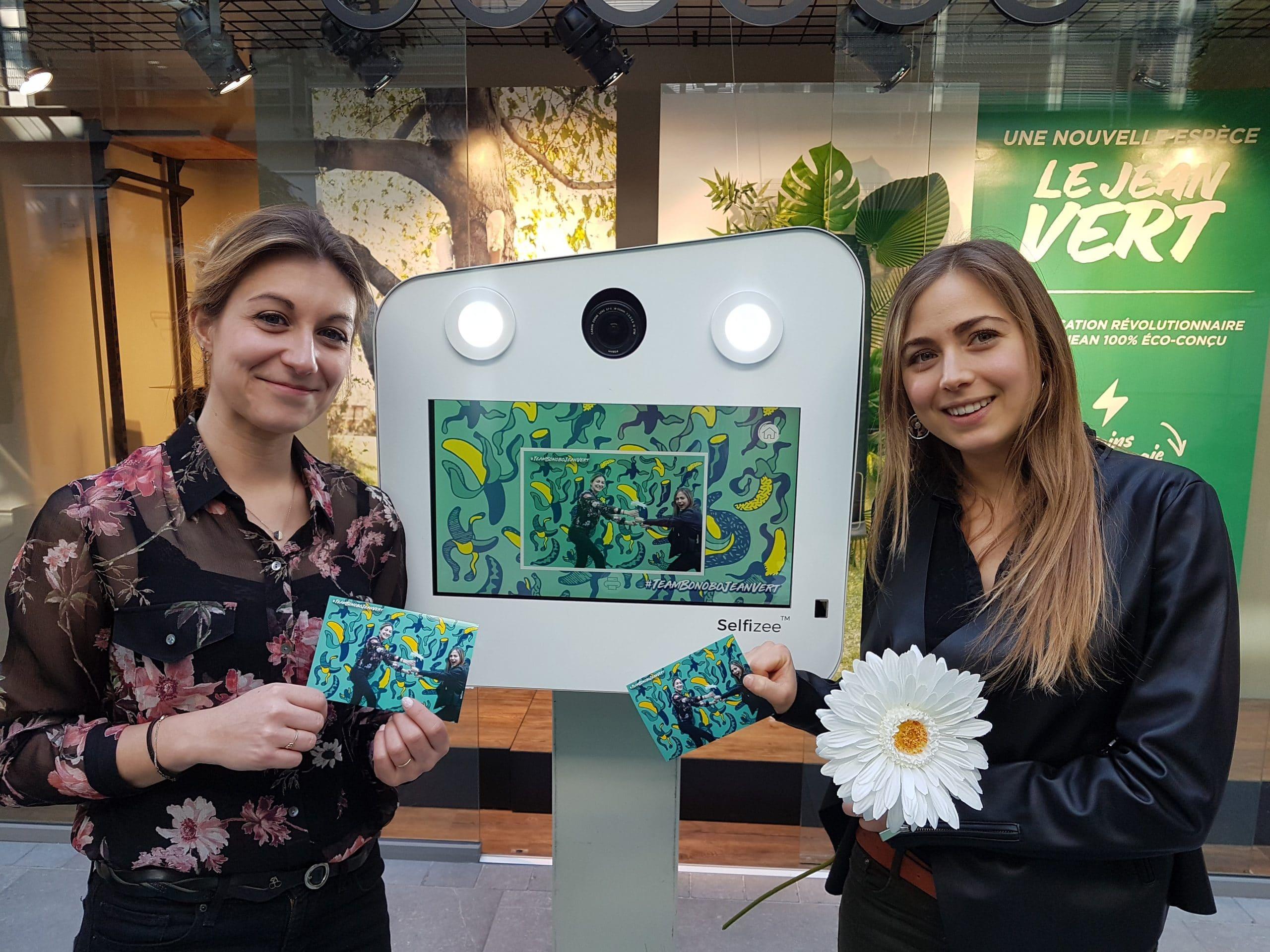 Photobooth connecté avec animation fond vert et impressions selfies personnalisés pour fête entreprise nouvelle gamme produits Bonobo du groupe Beaumanoir à Saint Malo