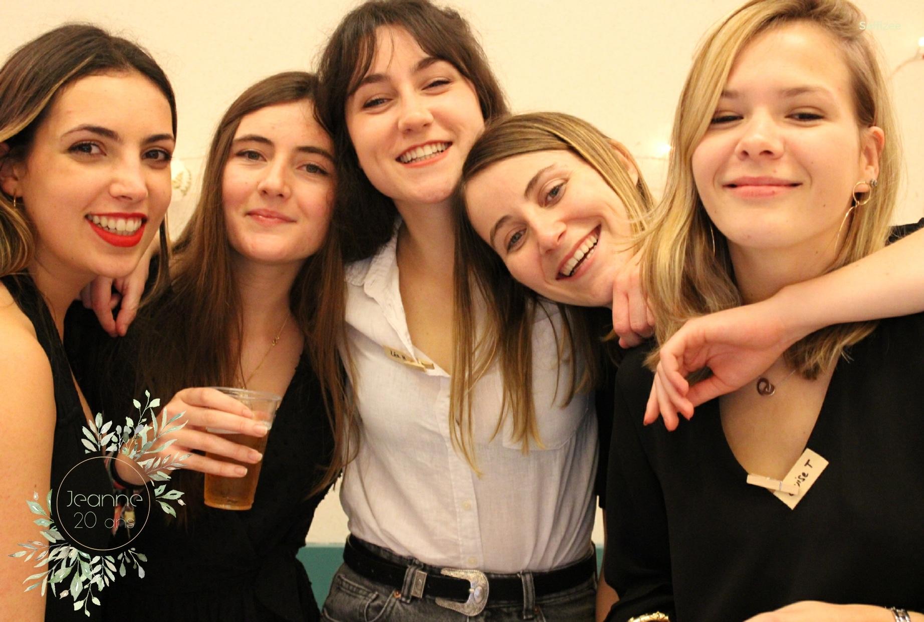 Animation borne photo anniversaire à louer à Saint Brieuc en Côtes d'Armor pour selfies personnalisés et imprimés