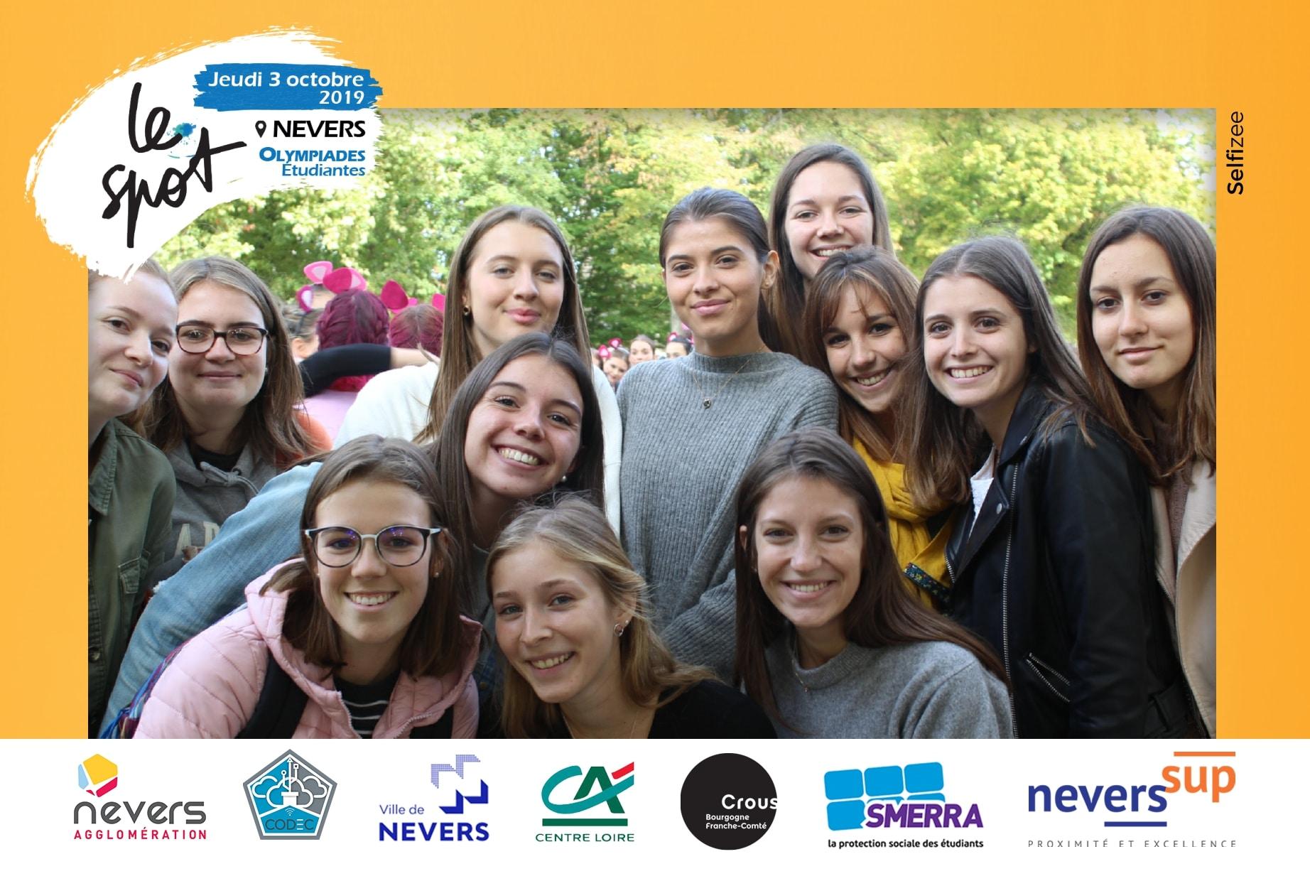 Borne photo animation selfie aux Olympiades étudiantes 2019 au parc Roger Salengro Nevers avec impressions photos personnalisées pour les étudiants