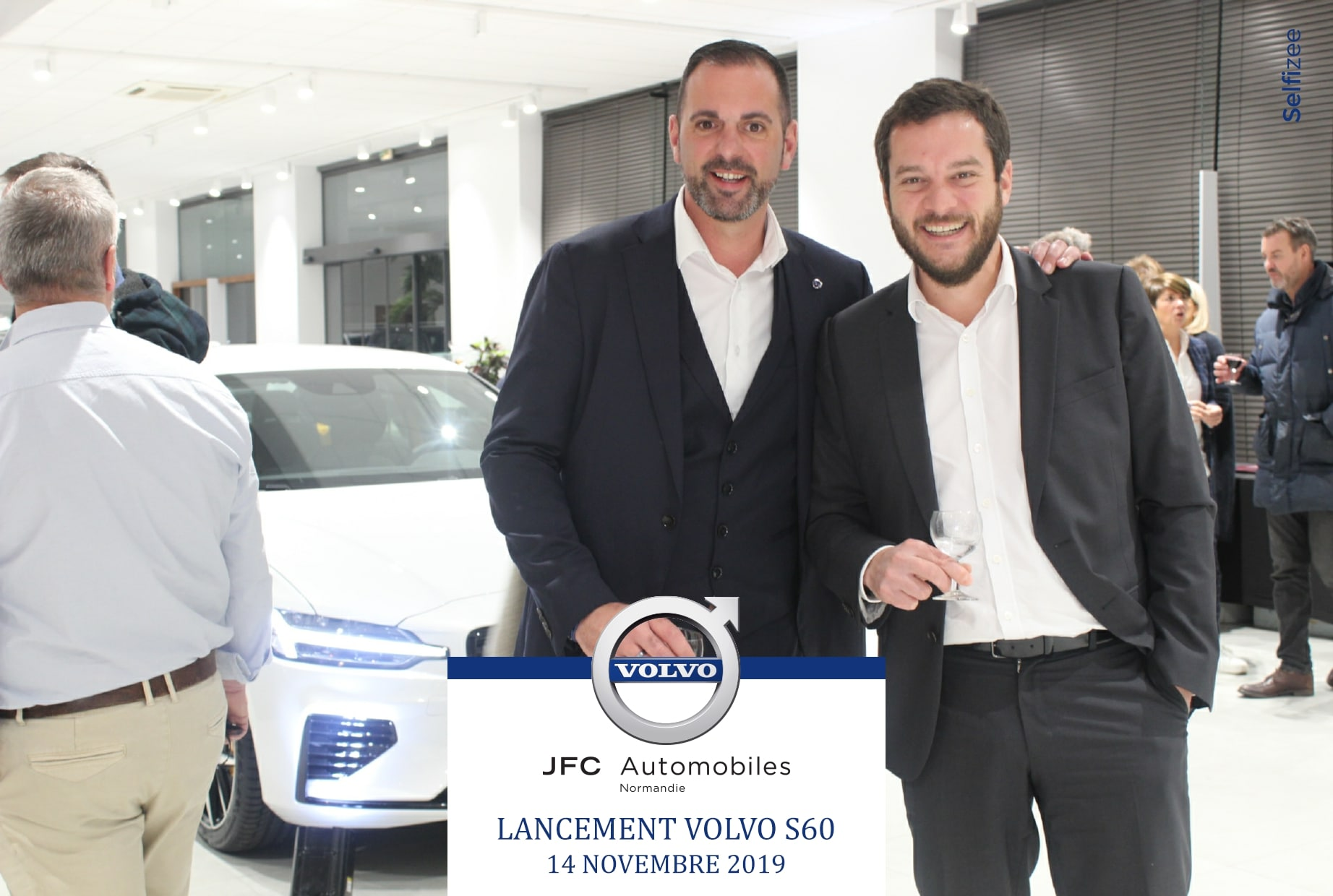 Borne photo pour animation lancement nouvelle voiture Volvo 2019 aux ventes VIP JFC Caen avec selfies des visiteurs et clients