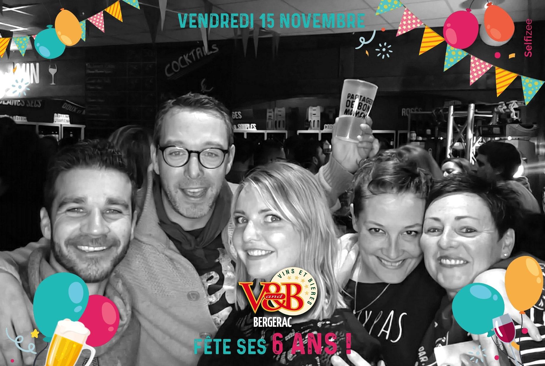 Séance selfies avec borne photo connectée animation anniversaire V and B Bergerac 2019 - photobooth à louer en Dordogne avec impressions photos