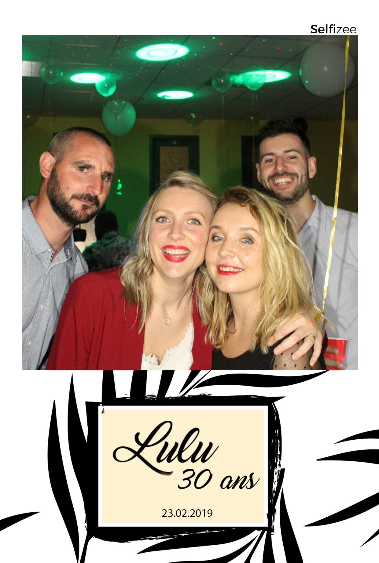 Animation borne selfie anniversaire avec photos personnalisées à Montpellier - borne photo connectée à louer à Montpellier et dans l'Hérault pour animation anniversaire, fête, soirée, mariage, baptême