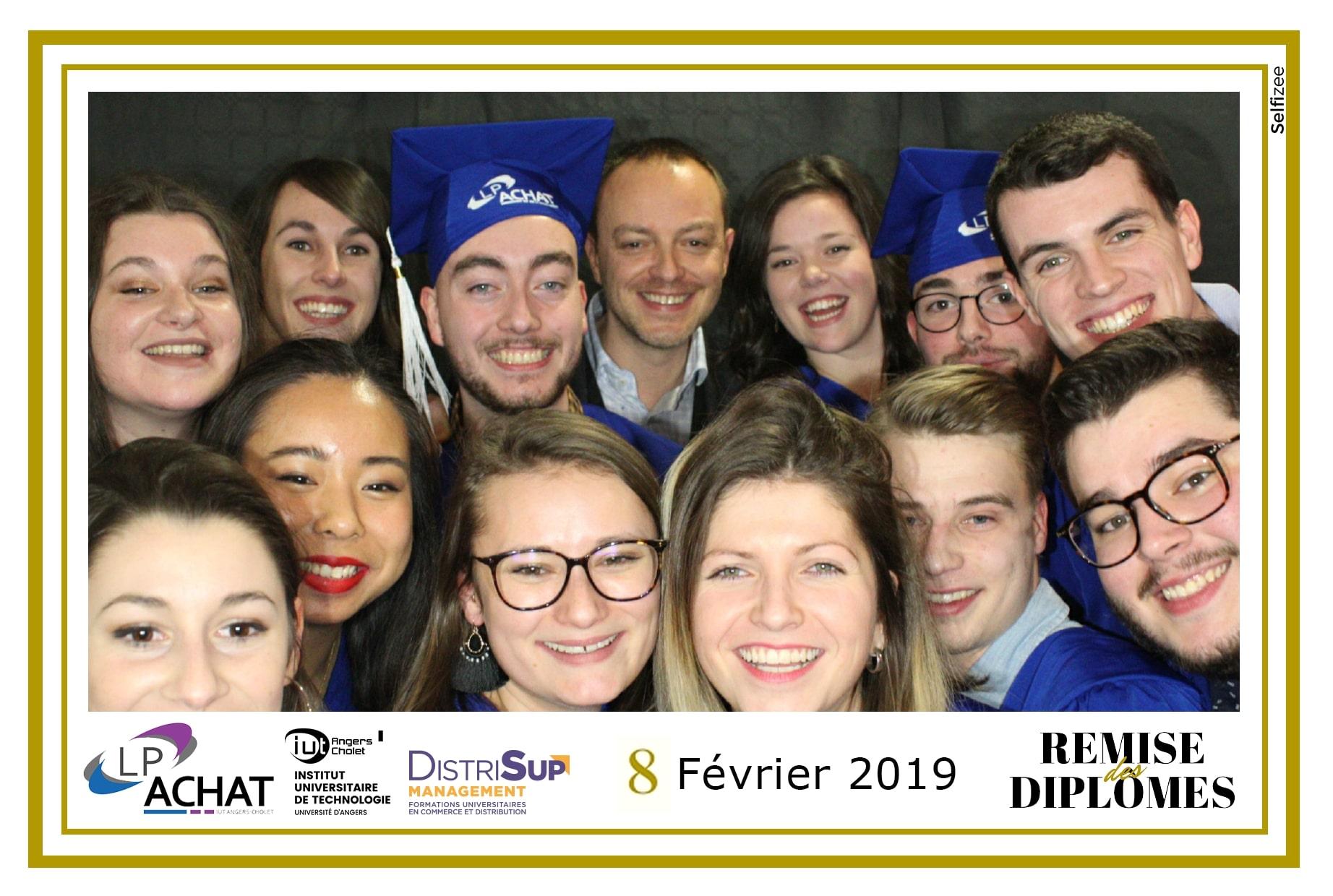 Selfie remise des diplômes IUT Angers 2019 animation photobooth connecté et impressions photos
