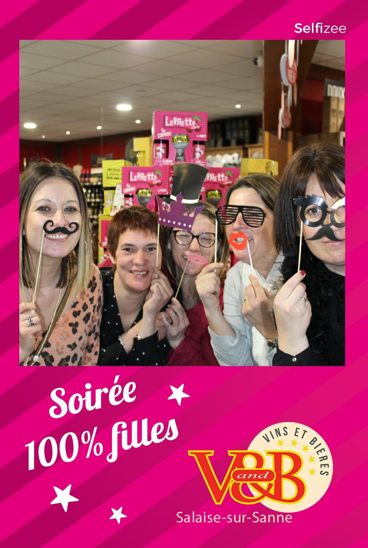 Borne selfie animation photo soirée filles au V and B Salaise sur Sanne / Isère avec photos personnalisées pour les clients