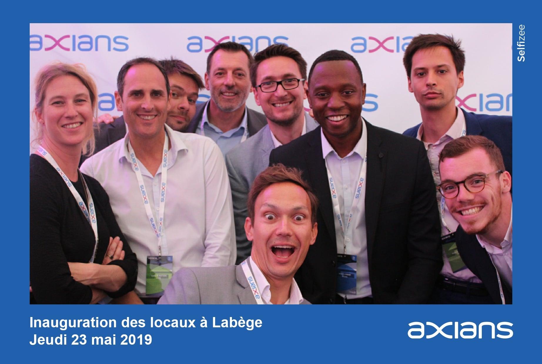 Photobooth et animation photocall pour inauguration des nouveaux locaux Axians à Labège à côté de Toulouse - photos personnalisées