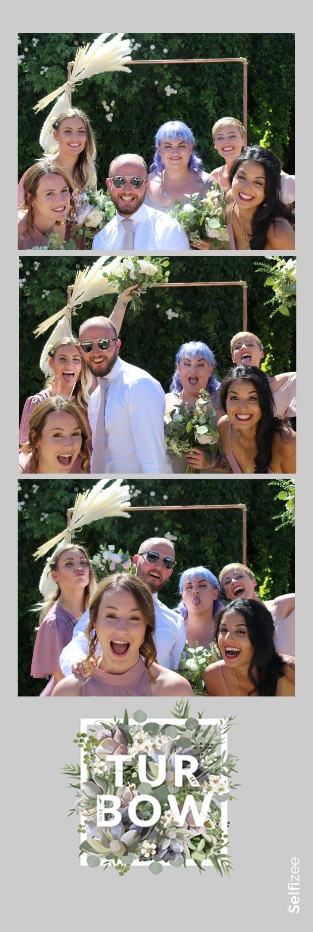 Séance selfies mariage Bordeaux avec photos personnalisées et impressions - photobooth à louer pour mariage ou fête à Bordeaux en Gironde