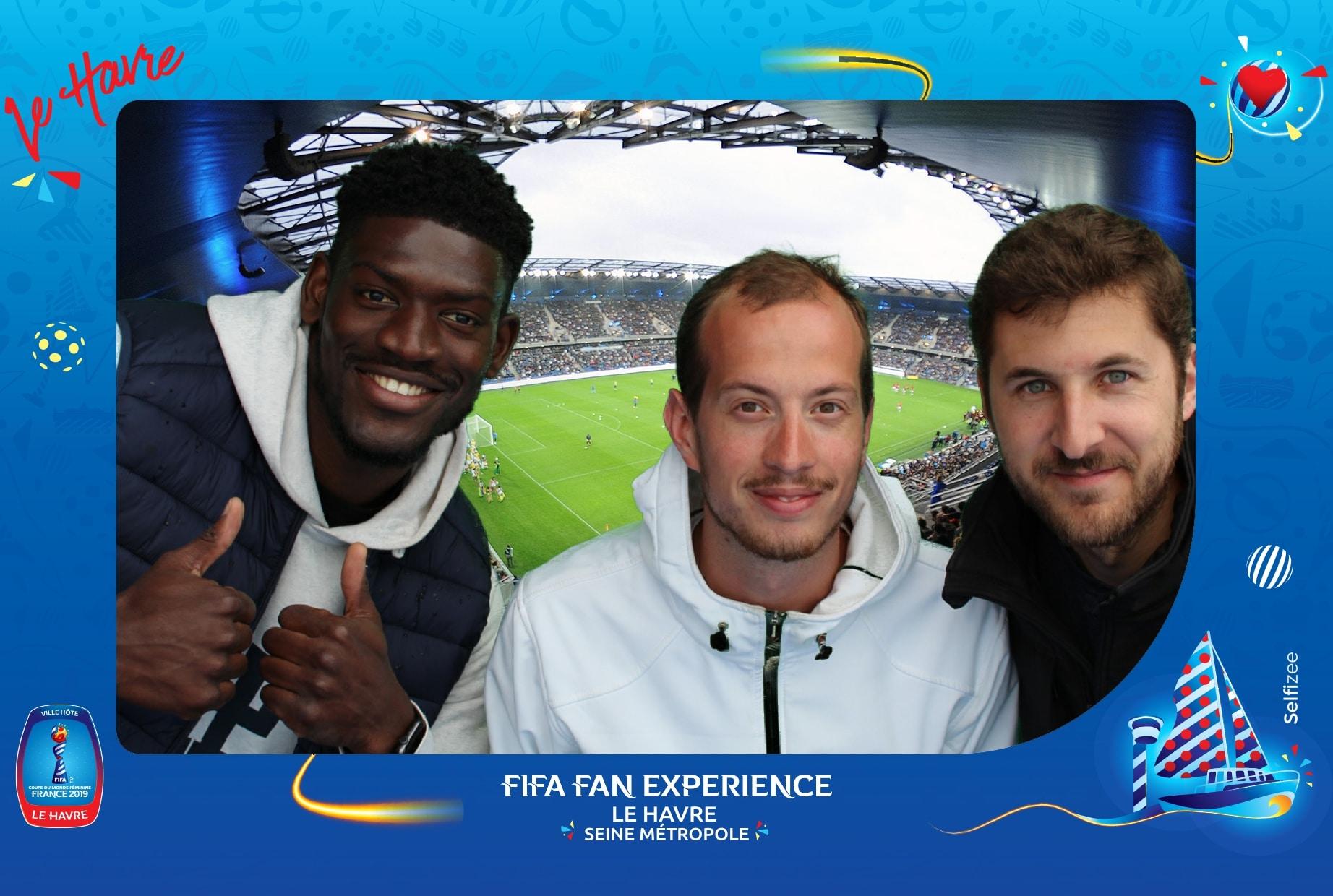 Borne selfie et animation fond vert pour impressions photos au village Le Havre lors de la Coupe du Monde féminine de football 2019