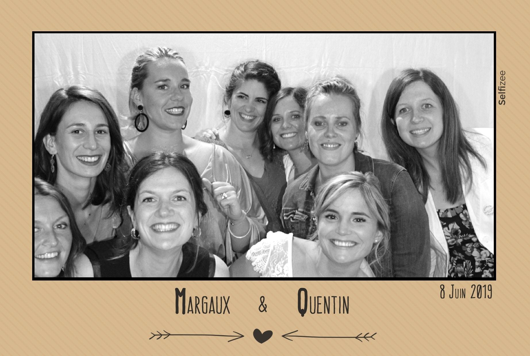 Selfie box animation mariage avec photos personnalisées à Concarneau - location photobooth Morbihan et Bretagne pour photo mariage ou fête