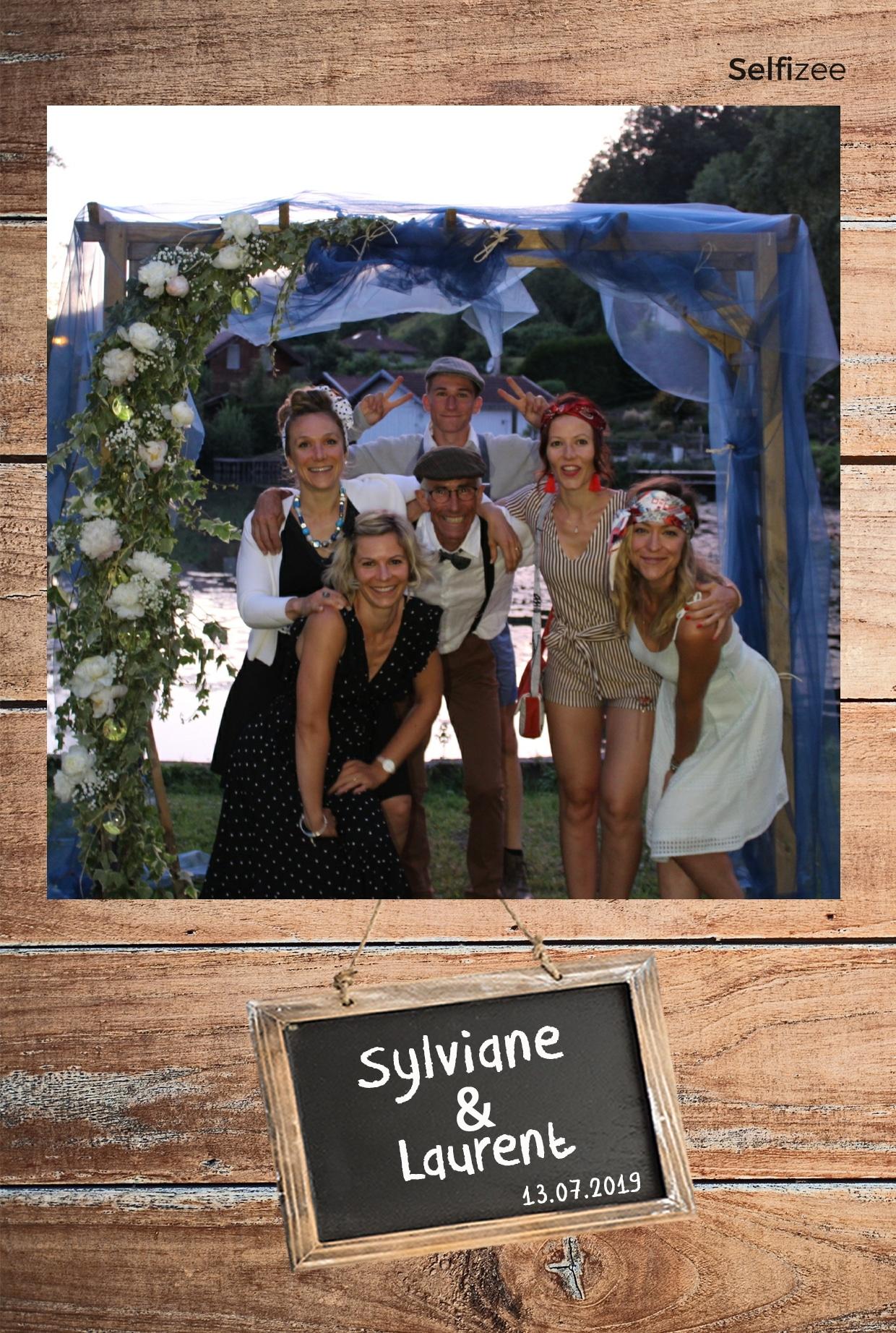 Photo mariage personnalisée avec borne selfie à louer à Valence / Drôme pour animation mariage, anniversaire, soirée, baptême, fête