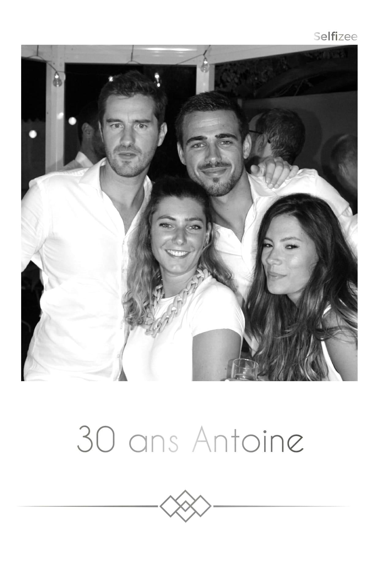 Borne selfie anniversaire pour animation photo avec impressions à Carnac et Morbihan
