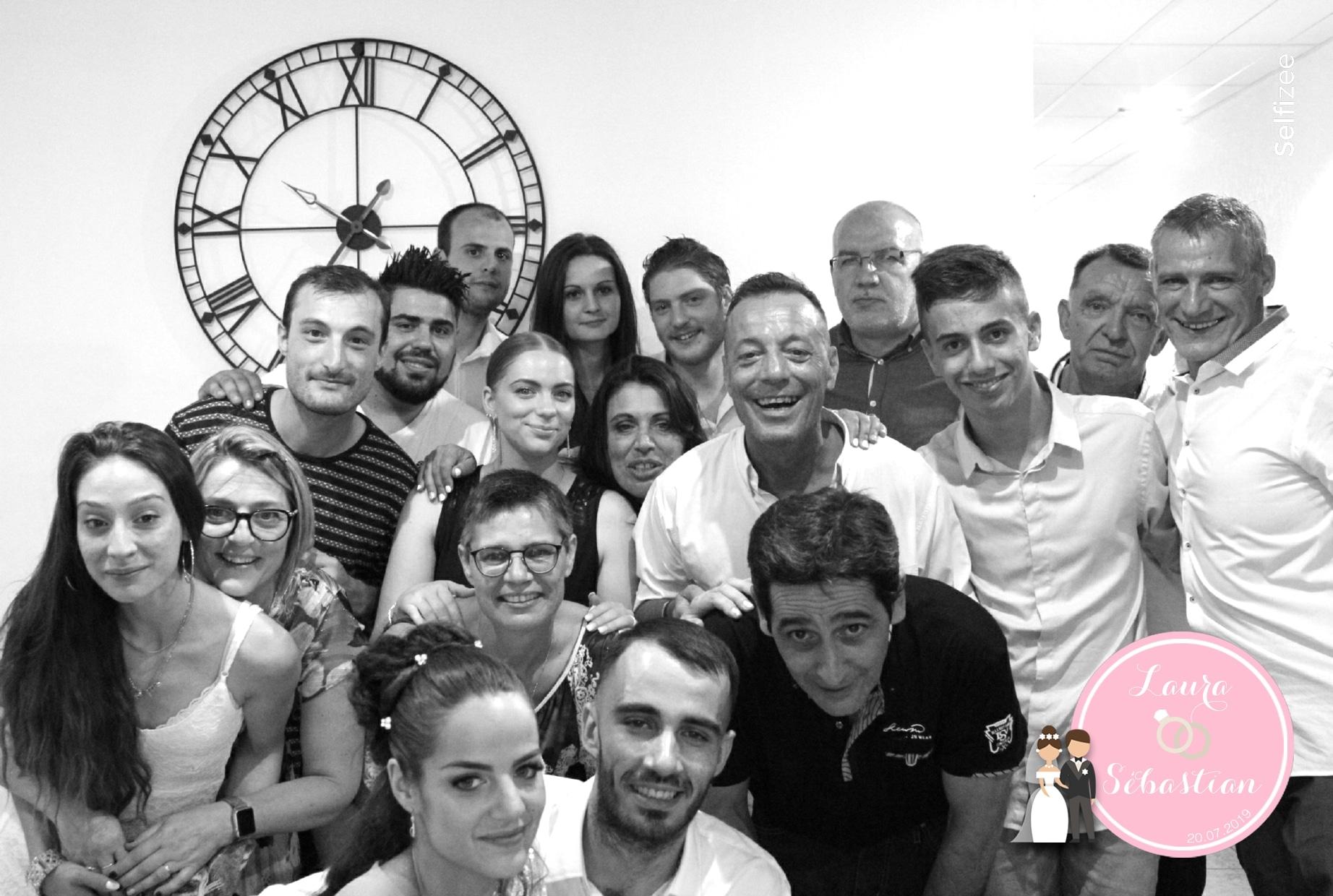 Photo mariage personnalisée Lyon avec borne selfie à louer pour animation mariage Lyon ou dans le Rhône