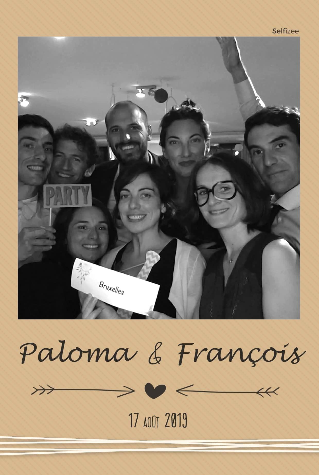 Photobooth connectée pour selfie mariage personnalisé et impressions photos immédiates à Saint Nazaire en Loire Atlantique