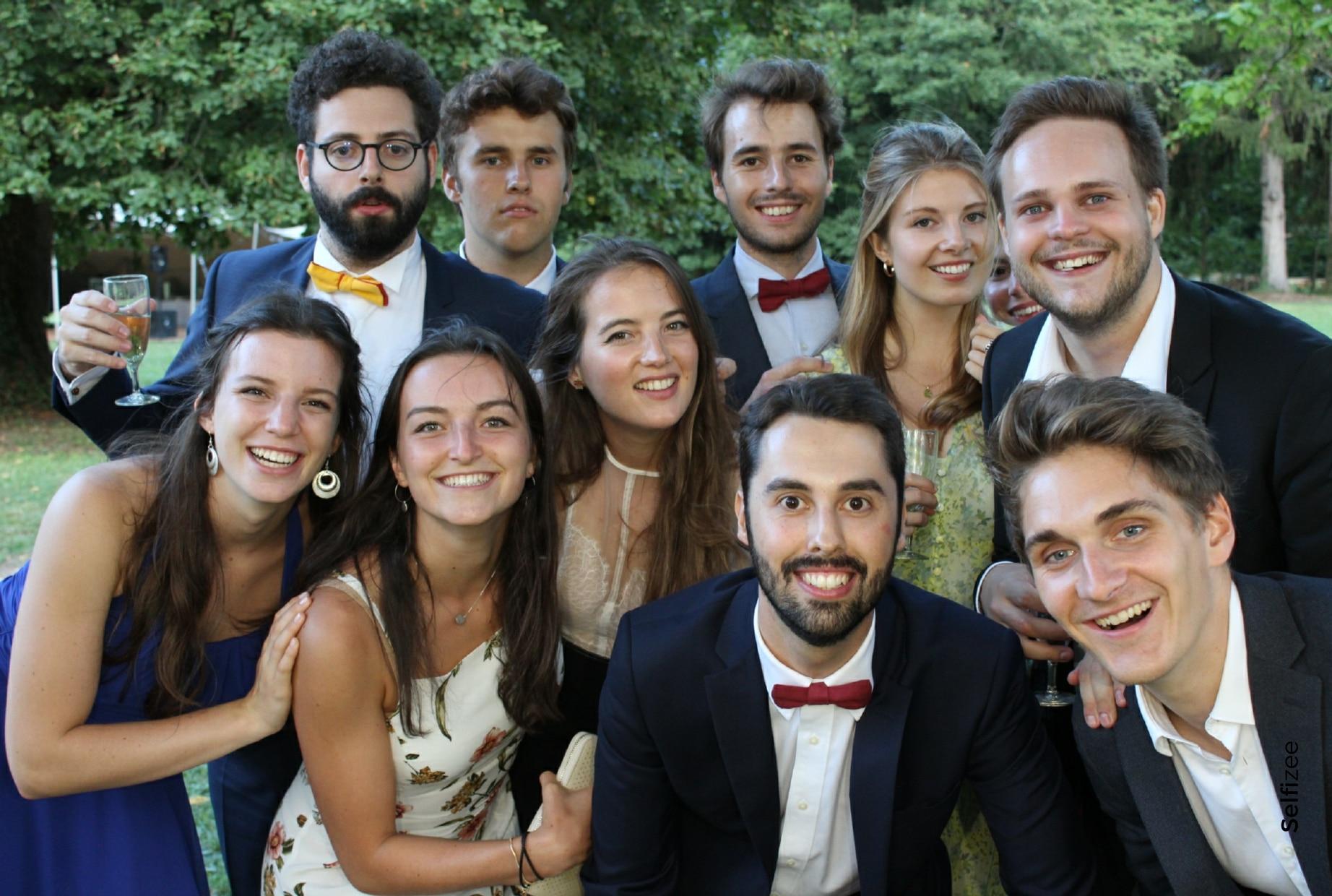 Selfie mariage personnalisé et imprimé avec borne photo à louer pour animation mariage à Grenoble et en Isère