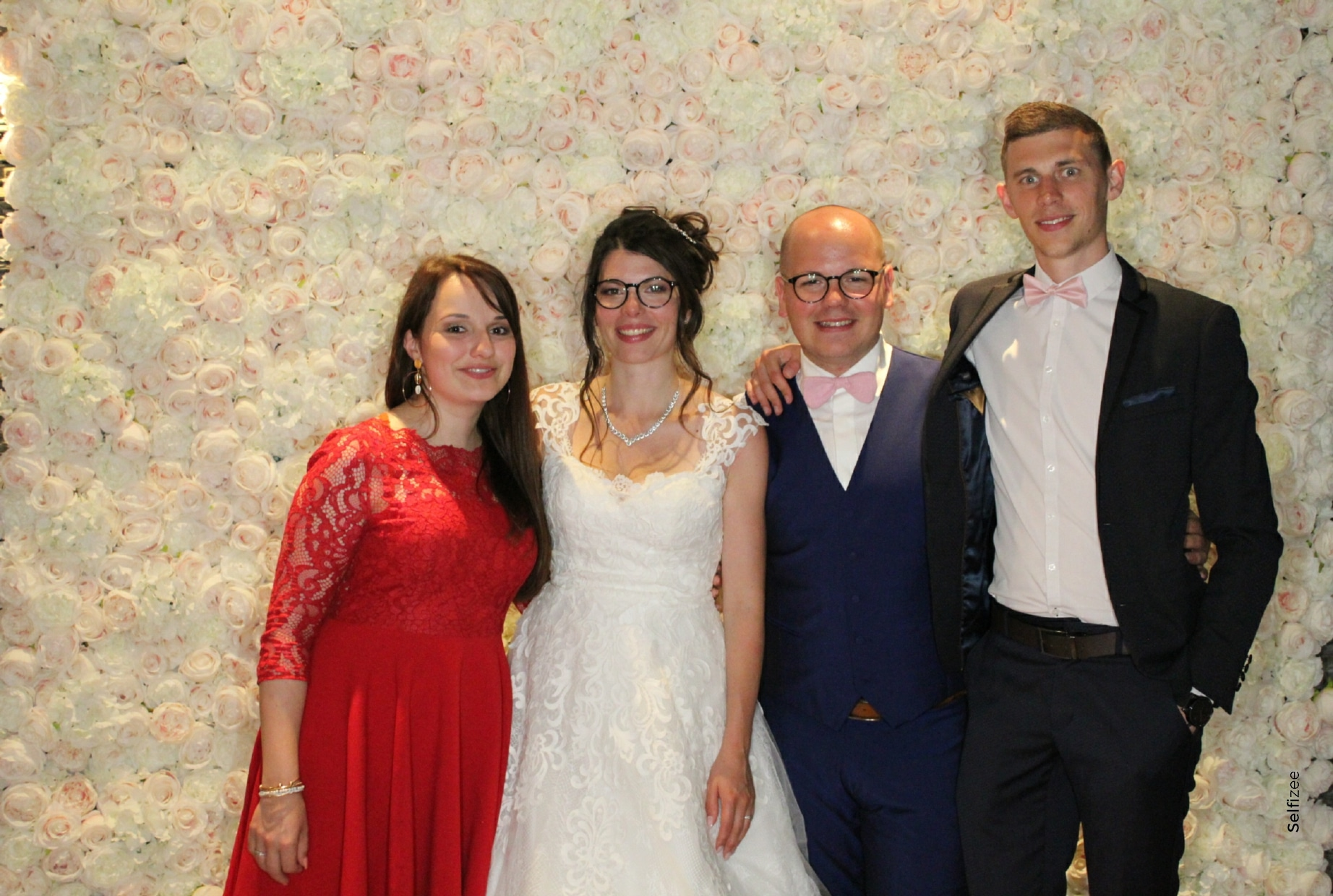 Borne photo animation mariage Angers dans le Maine et Loire - selfies personnalisés pour album photo mariage