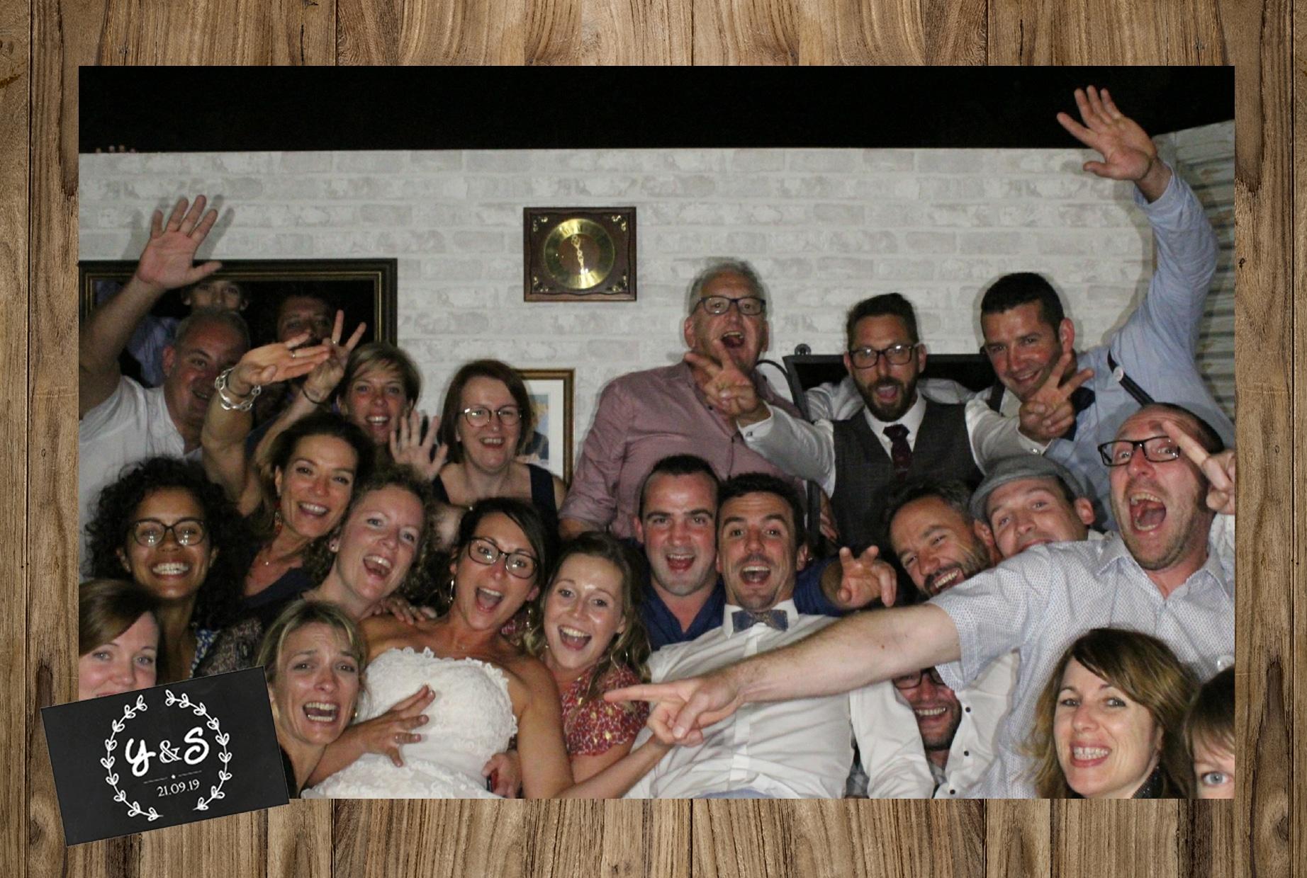 Photo souvenir mariage personnalisée avec selfie box connectée à Saint Brieuc - borne selfie animation mariage, anniversaire, fête, baptême à louer à Saint Brieuc / Côtes d'Armor