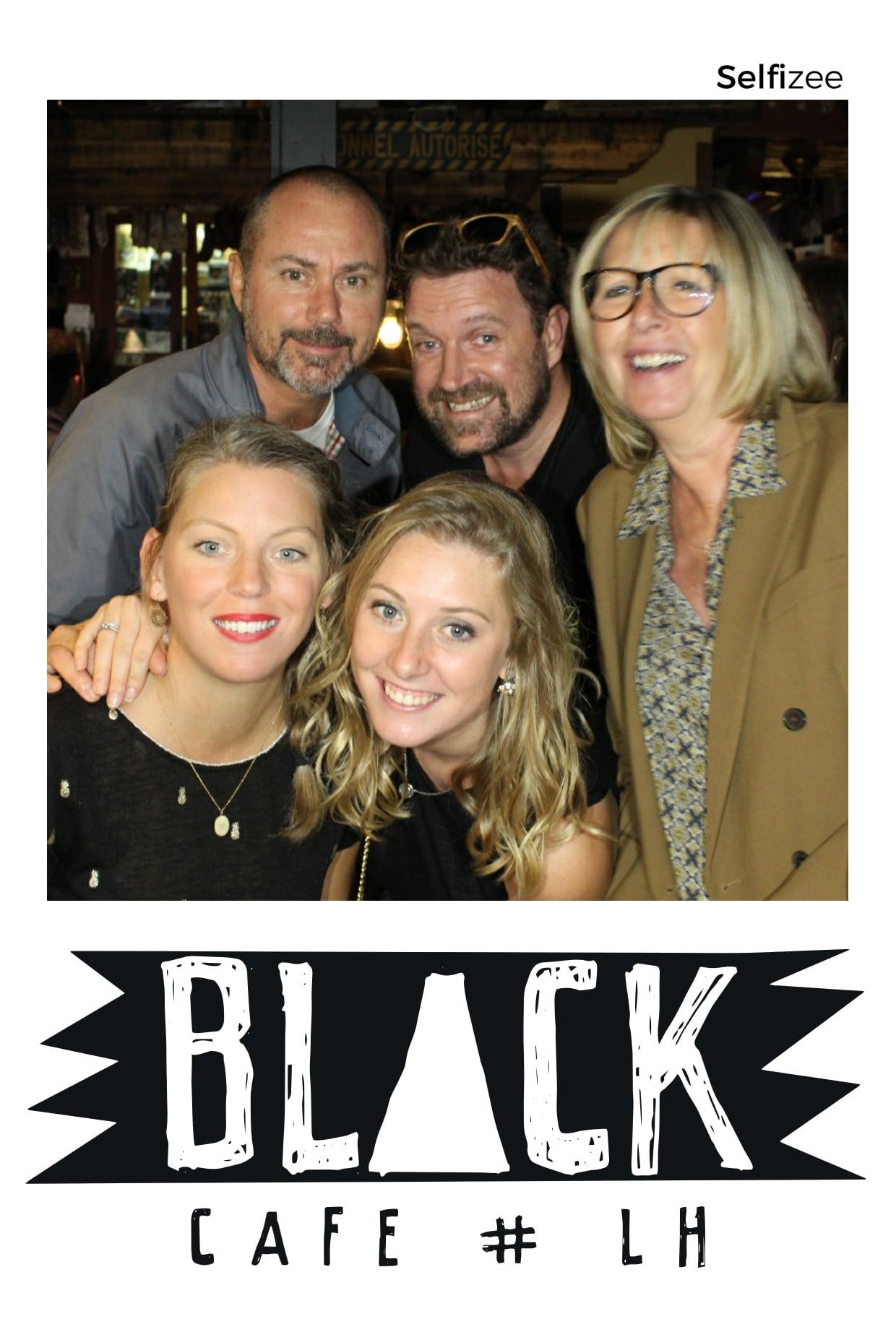 Borne photo soirée anniversaire du bar Black Café Le Havre - animation selfie avec impressions pour les clients