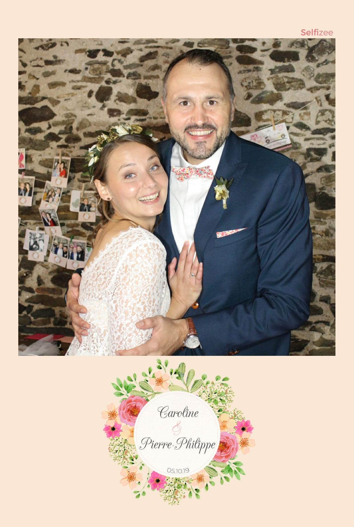 Borne photo pour animation mariage avec selfies personnalisés à Nantes - location photobooth avec imprimante pour mariage ou fête