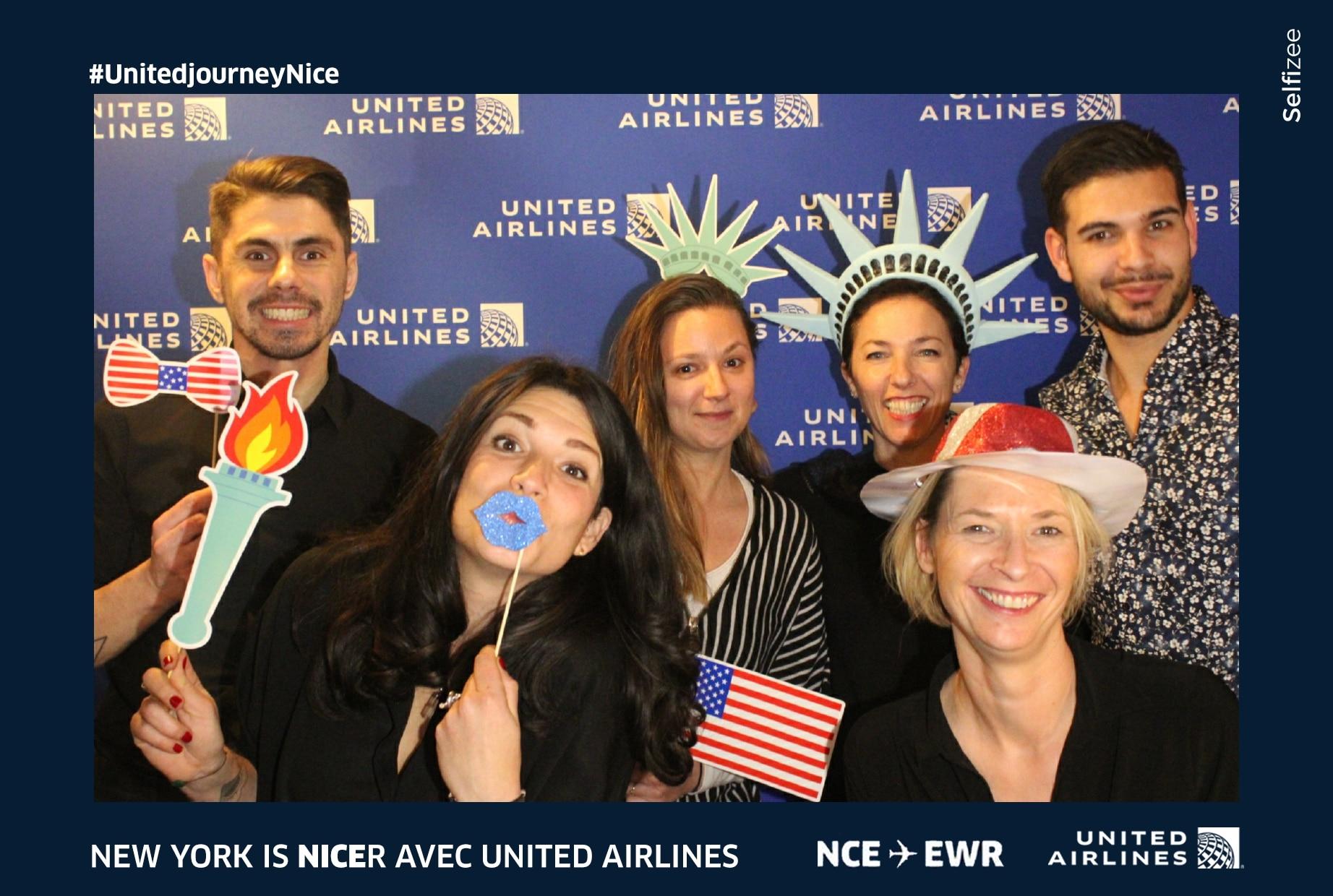 Animation borne photo United Airlines à l'aéroport de Nice en 2020 avec photos personnalisées et accessoires pour fête nouvelle ligne vol Nice - New York