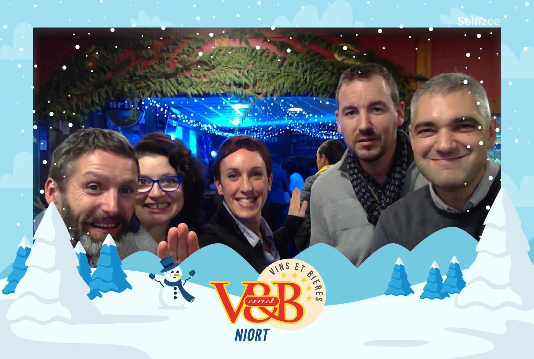 Photobooth animation selfie V and B Niort spécial ski - borne photo connectée à louer à Niort et dans les Deux Sèvres pour événement