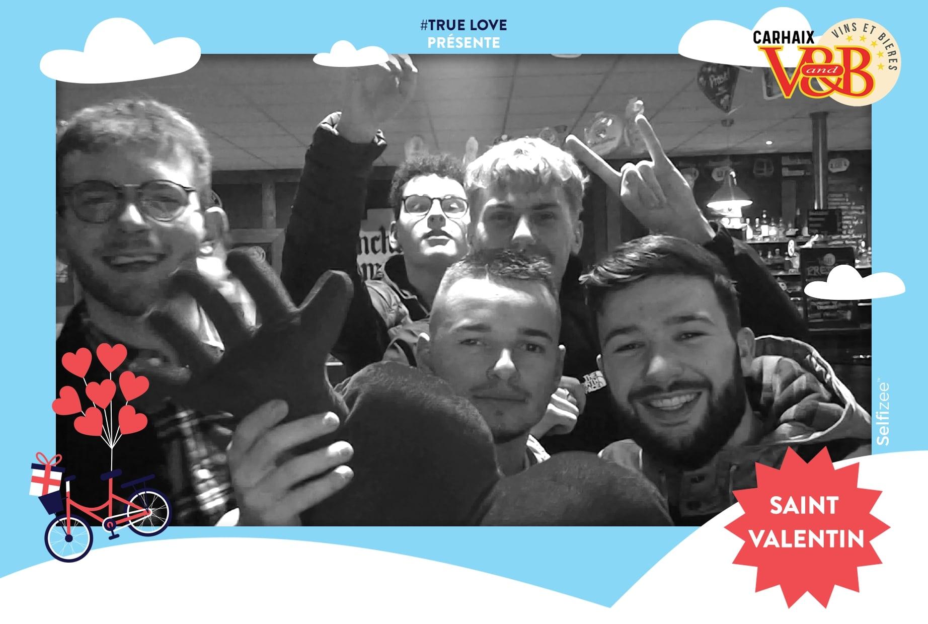 Selfie imprimé et personnalisé Saint Valentin 2020 au V and B Carhaix avec animation box photo dans le Finistère