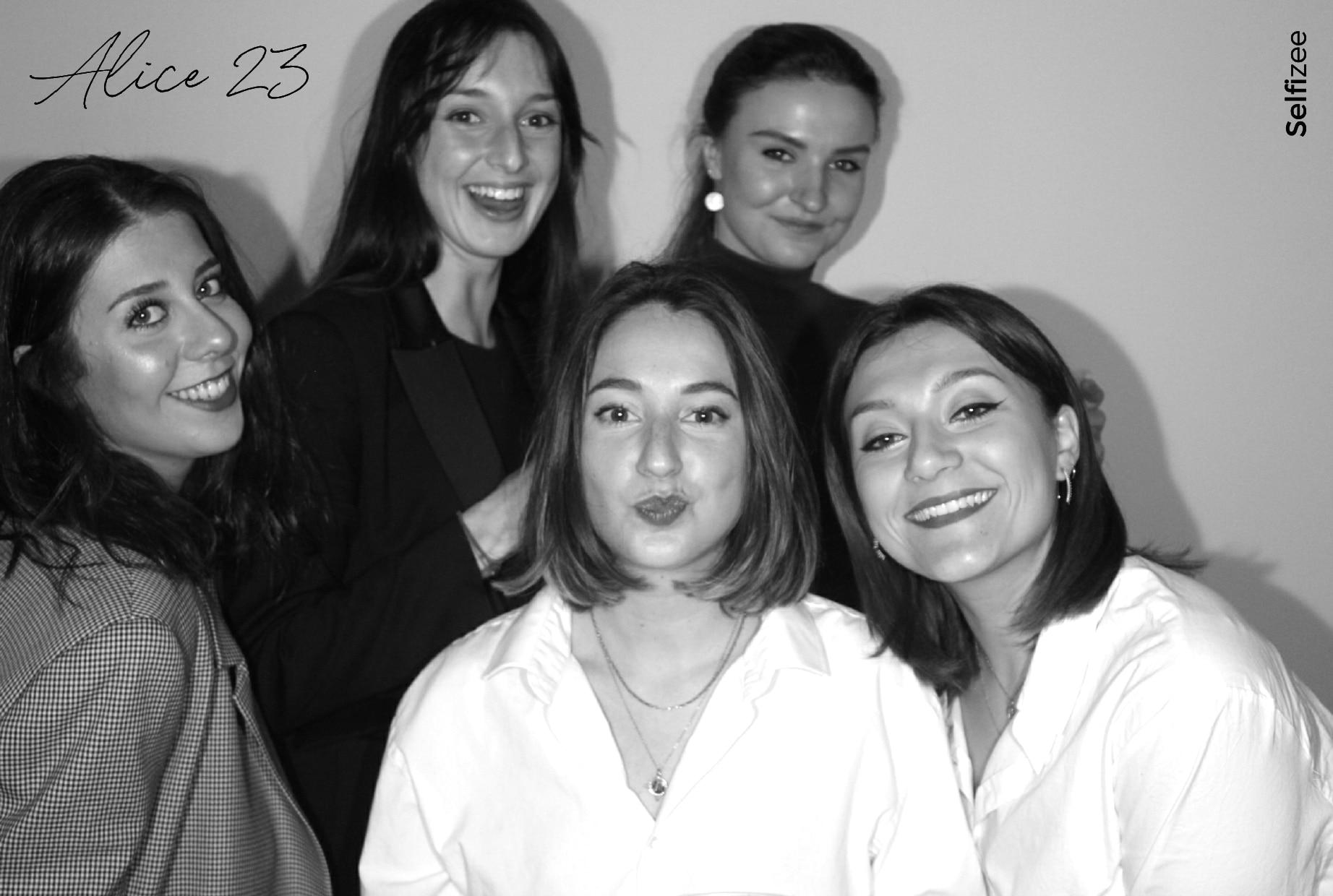 Animation photo anniversaire avec photobooth borne photo à louer à Toulouse / Haute Garonne pour impressions selfies fête anniversaire