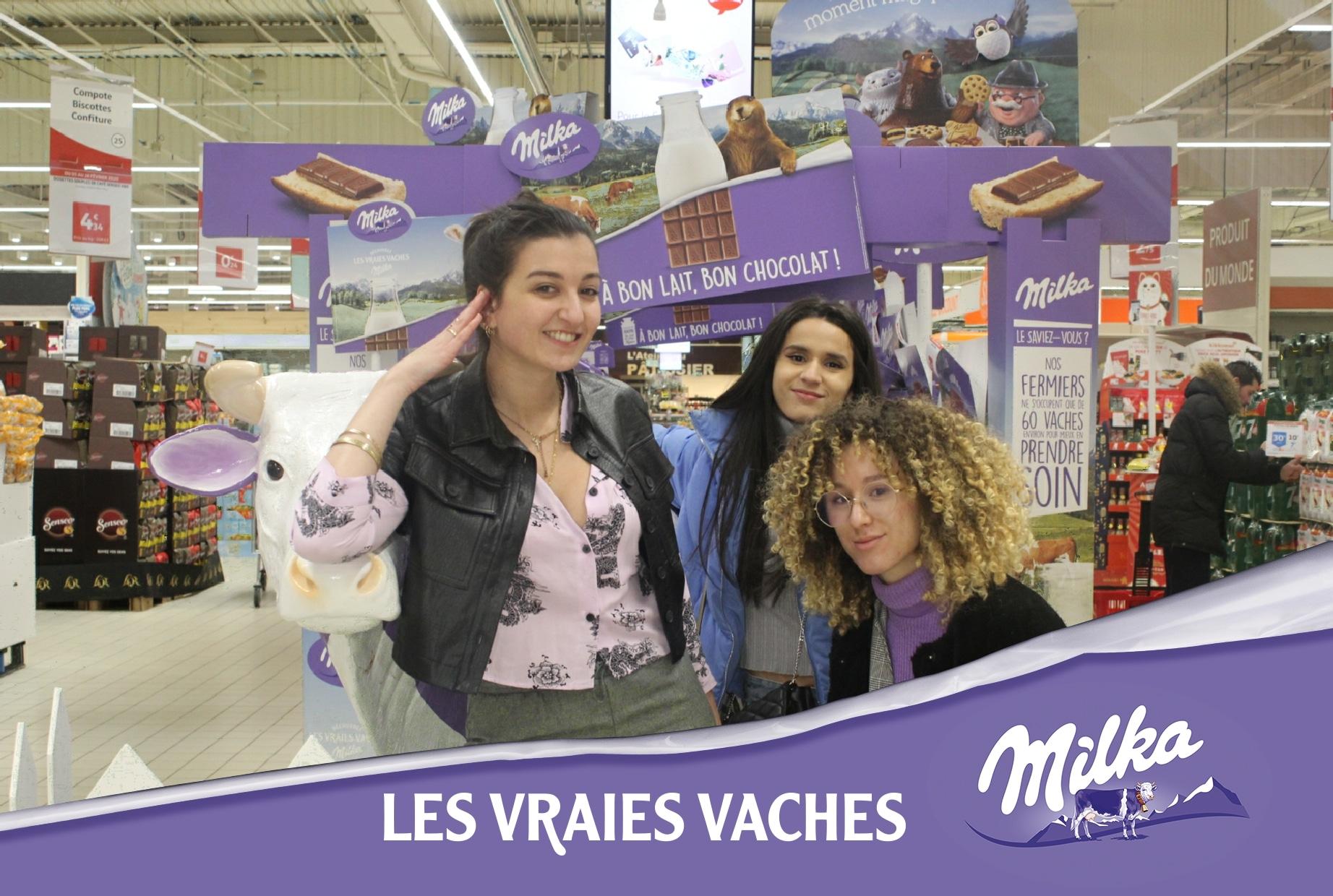 Animation selfie box pour lancement nouveaux produits Milka à l'hypermarché Auchan Le Havre avec photos personnalisées et imprimées pour les visiteurs
