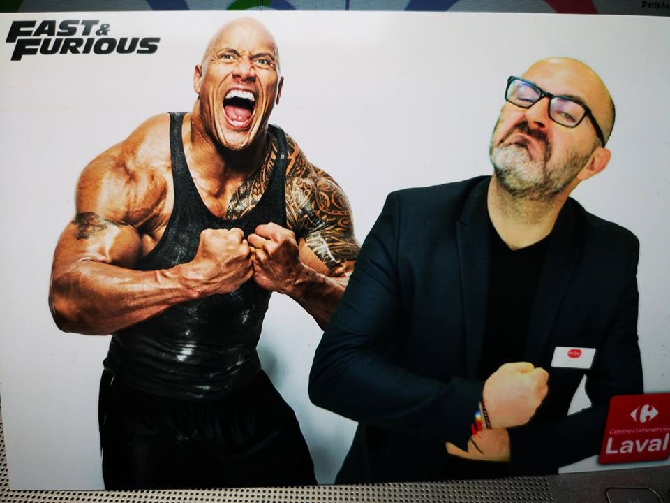Selfie Fast and Furious à l'exposition des voitures des films au centre commercial Laval en avril 2019 - animation box photo et fond vert
