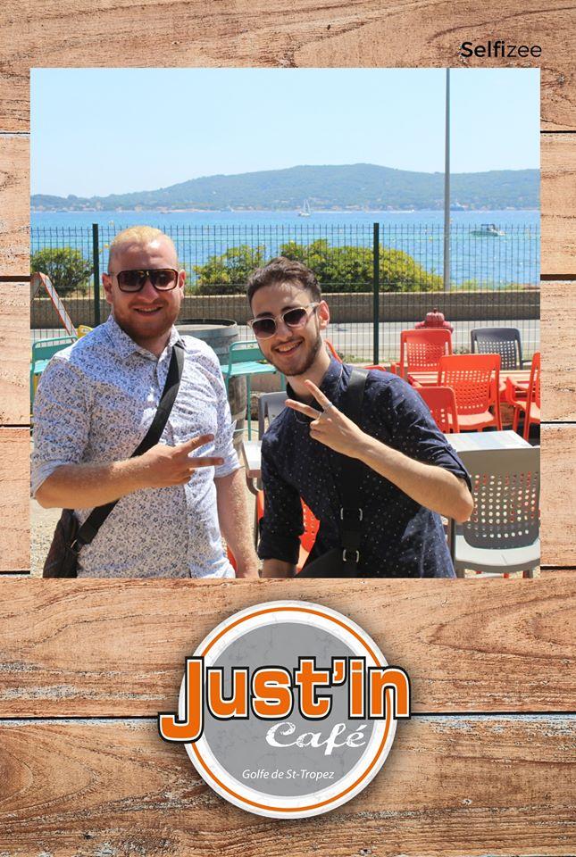 Borne photo au restaurant Just'in Café entre Saint Tropez et Sainte Maxime avec selfies personnalisés et imprimés
