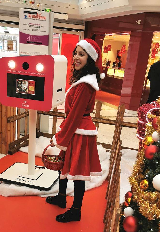 Animation photo père Noël 2019 avec borne selfie et hôtesse au centre commercial Carrefour de Laval en Mayenne