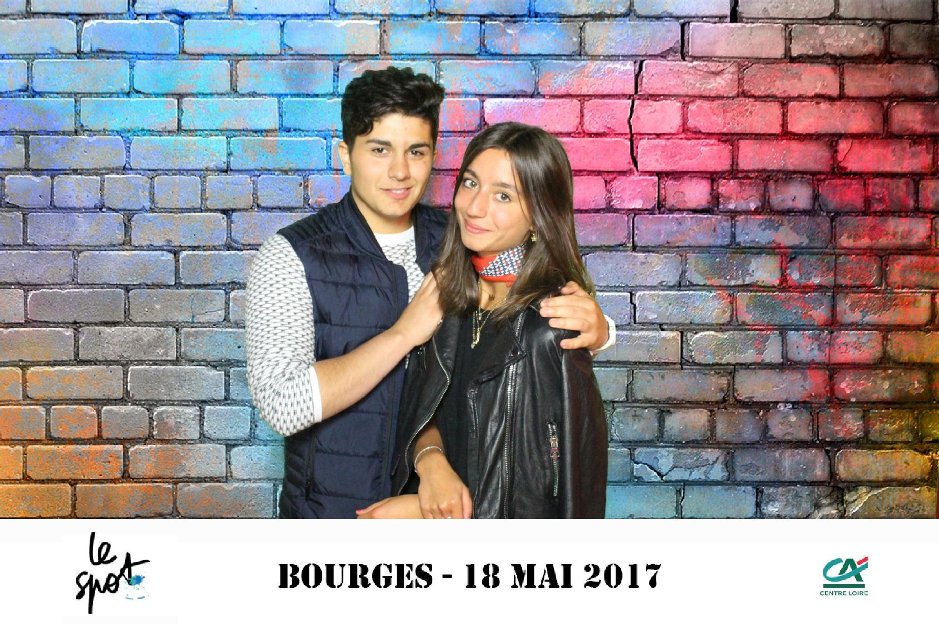 Selfie personnalisé avec photobooth connecté et animation fond vert à soirée étudiante Le Spot 2017 à Bourges