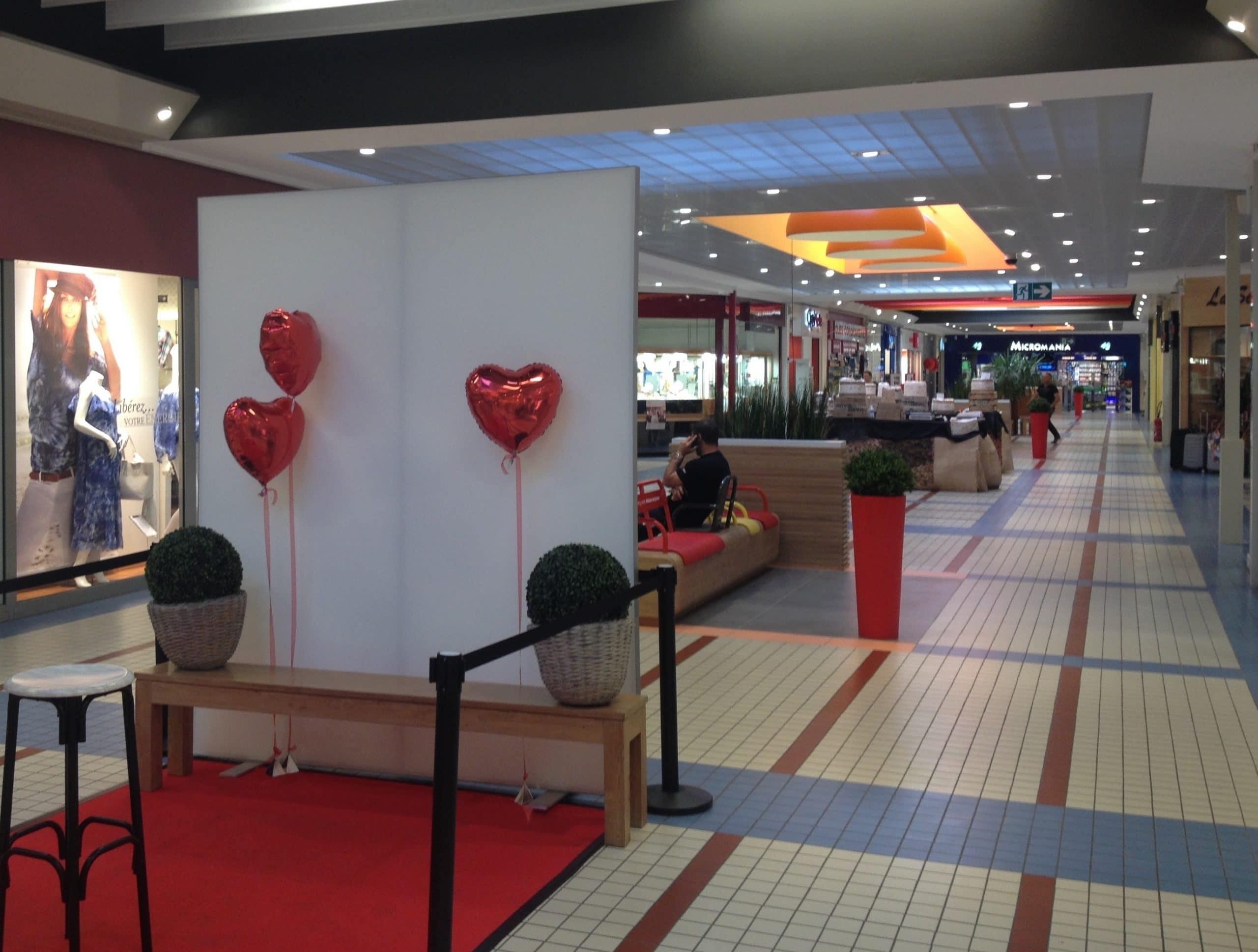 Animation box selfie avec jeu concours fête des mères et hôtesse au centre commercial Carrefour de Cholet en 2015 pour impressions photos personnalisées