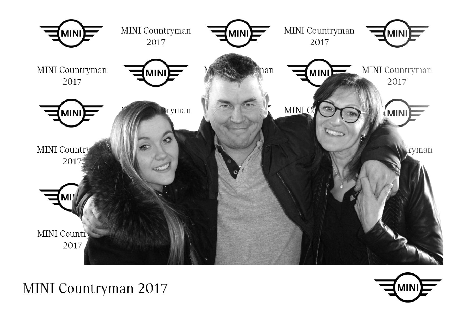 Animation borne photo et fond vert pour la soirée de lancement de la nouvelle voiture Mini Countryman à Quimper dans le Finistère
