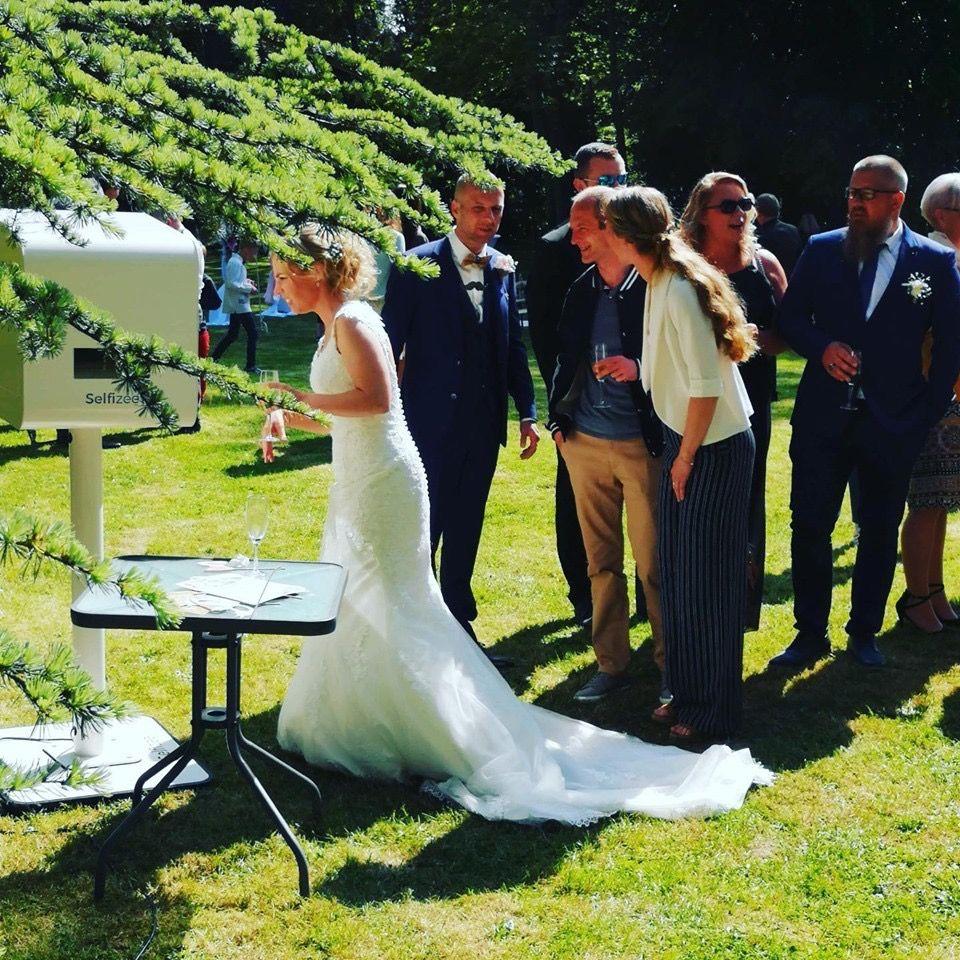 Animation selfie box mariage Sainte Maxime - borne photo connectée avec imprimante à louer pour mariage et fête à Sainte Maxime et dans le Var