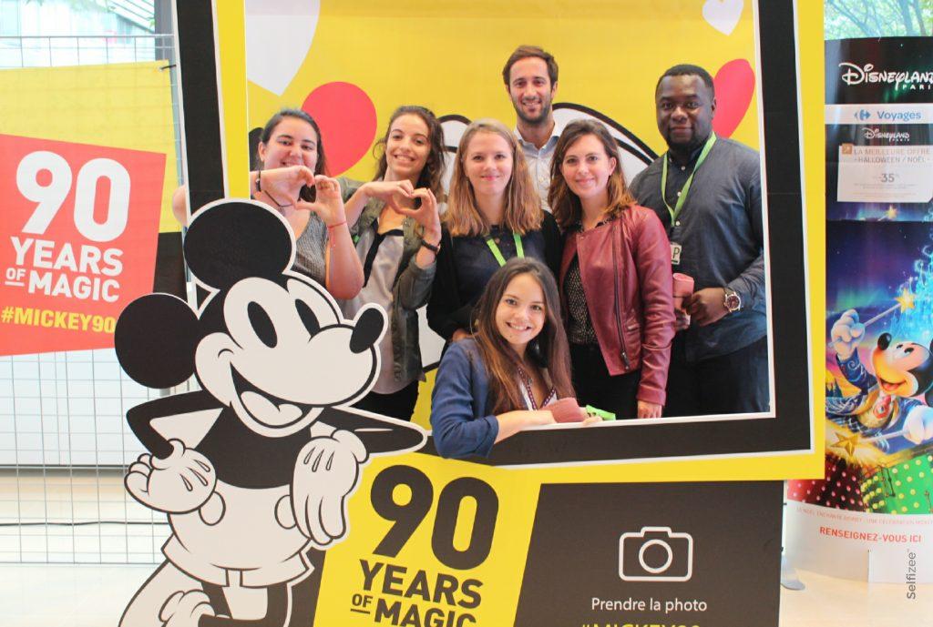 Animation photobooth photo Mickey anniversaire 90 ans au siège social de Carrefour à Massy en Île de France